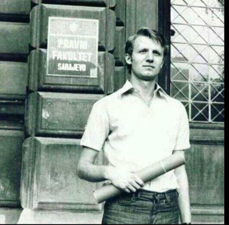 vpjislav-seselj-ispred-pravnog-fakulteta-u-sarajevu