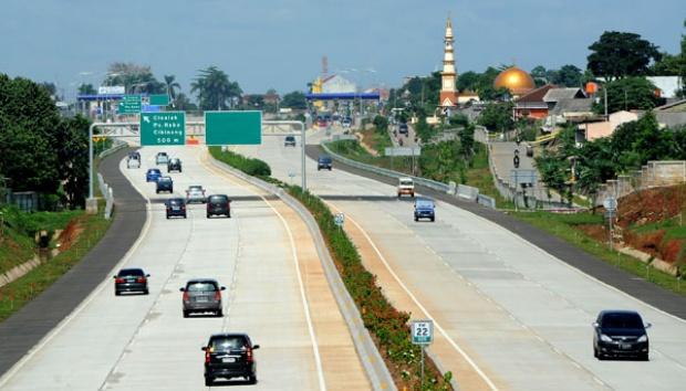 Pembangunan tol yang membentang Kota Depok.