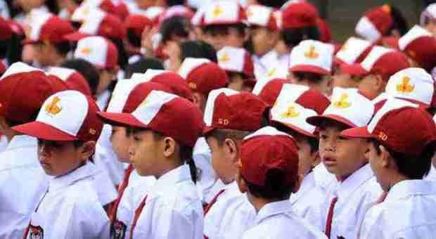 Kasus korupsi pengadaan baju seragam SD di Depok dilimpahkan ke Kejaksaan Tinggi Jawa Barat.