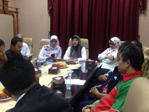 Lembaga kerjasama tripartit Kota Depok membahas masalah BPJS Kesehatan.