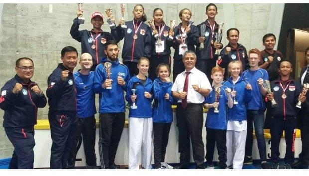Pelajar SMPN 20 Depok Faradhiba Rianti meraih medali emas kejuaraan karate pelajar di Swiss.