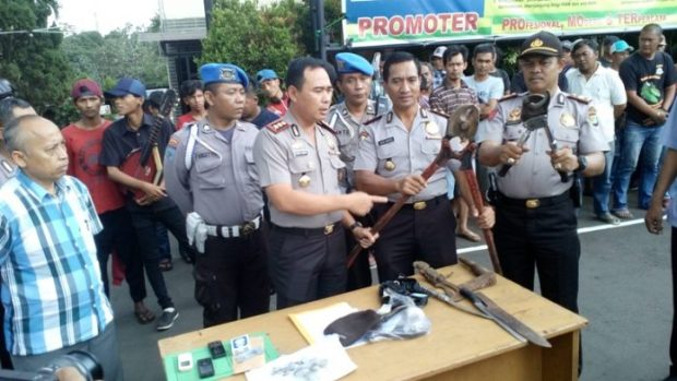 Jajaran Polresta Depok menangkap puluhan anggota ormas yang dinilai meresahkan.