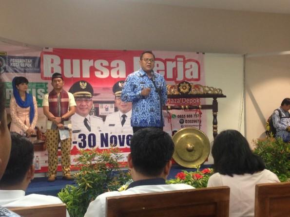 Wakil Walikota Depok Pradi Supriatna membuka Busa Kerja di Depok Plaza.