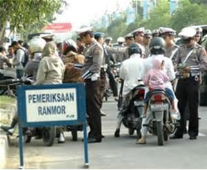 Polisi sedang melakukan razia, Operasi Patuh Jaya 2017