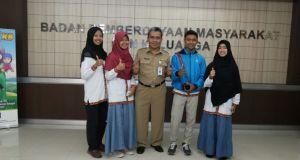 Empat pejanar Depok mengikuti lomba duta anak Jawa Barat bertemu Kepala Dinas Pemberdayaan Anak Perempuan Keluarga Eka Bachtiar.