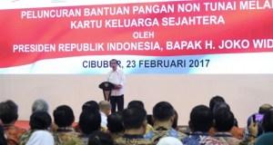 Presiden memberikan sambutan pada acara penyerahan KKS di Cibubur.