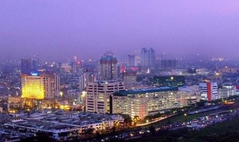 Inilah pemandangan Jakarta menjelang matahari terbenam.