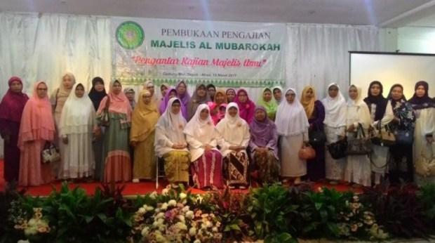 Nur Azizah, istri mantan Walikota Depok mendirikan Majelis Almubarokah di Depok, Minggu (19/3/2017).