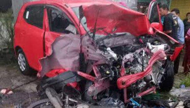 Salah satu mobil korban kecelakaan beruntun di kawasan Puncak.