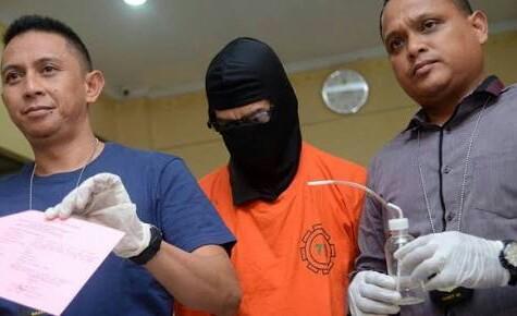 Seorang PNS Kota Depok tertangkap mengkonsumsi narkoba di rumah kontrakannya.