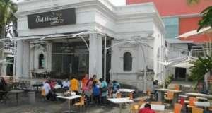 Inilah rumah tua Pondok Cina ketika dijadikan Cafe, tapi kini bangunan itu dibiarkan begitu saja.