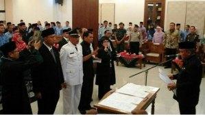 Walikota Depok Mohanmad Idris melantik 80 pejabat Pemkot Depok Senin 22 Mei 2017.