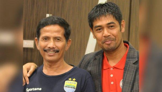 Djajang Nurdjaman (kiri), pelatih Persib Bandung tiba-tiba menyatakan mundur. Belum jelas apa sebabnya.
