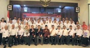 Pengurus KONI Depok foto bersama Walikota Depok dan Ketua KONI Jabar.