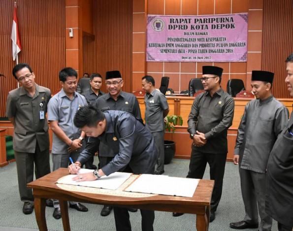 Rapat paripurna DPRD Depok mengesankan PPAS APBD Kota Depok tahun 2018.