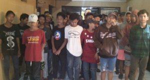 Puluhan remaja ini ditangkap saat asik pesta miras di Depok, Kota Religius.