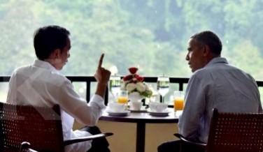 Jokowi berbincang hangat dengan Barack Obama.