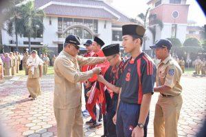 Walikota Depok Mohammad Idris melepas kontingan Depok yang berlaga di Pospeda Jawa Barat.
