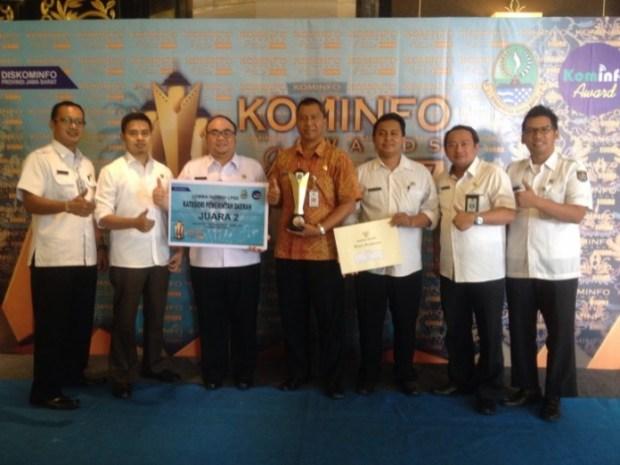 UPT LPSE Kota Depok meraih penghargaan Kominfo Award 2017 yang diserahkan Diskominfo Jawa Barat.