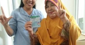 Rini Puji Astuti (kanan) sudah merasakan manfaat mengikuti program JKN-KIS.