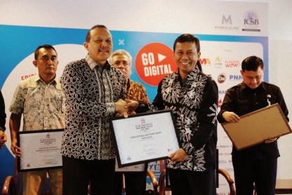 Kepala Dinas Koperasi dan Usaha Mikro (DKUM) Kota Depok Fitriawan menerima penghargaan  ICSB Indonesia Presidential Award 2017
