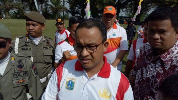 Anies Baswedan ketika menghadiri acara tea walk di kawasan Gunung Mas, Puncak, Bogor.