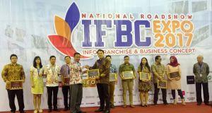 Tahu Taisi meraih penghargaan Asosiasi Franchise Indonesia.