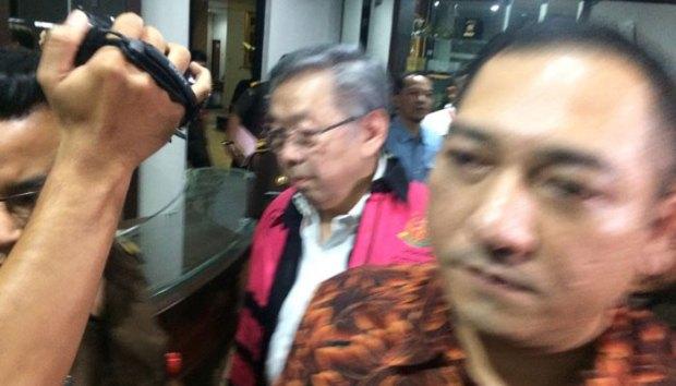 Edward Soeryadjaya akhirnya ditahan kejaksaan agung karena kasus korupsi