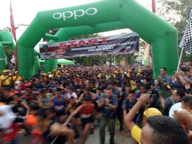 Ribuan peserta mengikuti lomba larik 10K di kampua UI Depok.