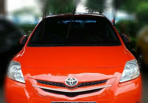 Mobil dijual dengan harga murah padahal kondisinya bagus.