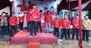 Kang Hasan berbicara di depan ratusan kader dan simpatisan PDIP Kota Depok.