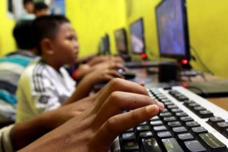 Pengguna internet di Kota Depok mencapai 65 persen termasuk anak-anak.