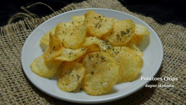 Tidak sulit membuat keripik kentang dengan rasa yang disuka.