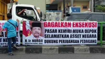 Aksi pedagang Pasar Kemiri Muka yang menolak eksekusi pasar mendapat dukungan dari banyak pihak.