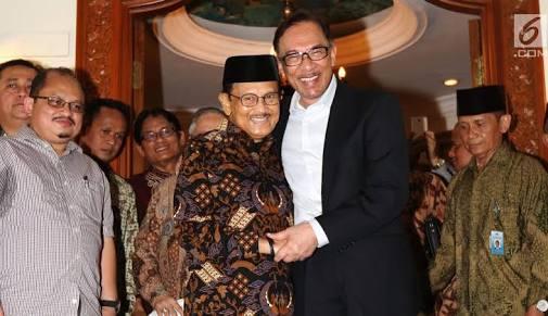 BJ Habibie bertemu dengan Anwar Ibrahim di kediaman BJ Habibie Minggu 20 Mei 2018.