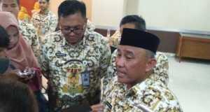 Walikota Depok Mohammad Idris didampingi Wakil Walikota Depok Pradi Supriatna usai menghadiri acara Halal Bihalal Dinas Pendidikan Depok.