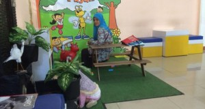 KPP Pratama Depok Sawangan menyediakan ruang pojok bermain anak dekat ruangan pelayanan.