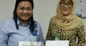 Kepala Bidang Penjaminan Manfaat Rujukan BPJS Kesehatan Cabang Depok, Rena Octora bersama direksi RSIA Bunda Aliyah Depok.