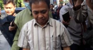 Nur Mahmudi Ismail  setelah menjalani pemeriksaan sebagai tersangka.