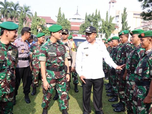 Wakil Walikota Depok bersama Dandim 0508/Depok pada apel siaga bencana.