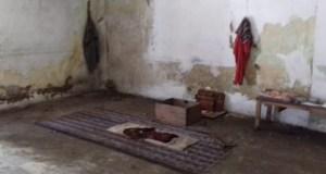 Salah satu ruangan di rumah kosong yang diduga tempat pemuja setan.