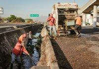 Ayuntamiento de Colima trabaja en la limpieza y desazolve de canales y arroyos de la ciudad.