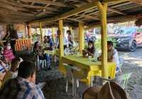 Indira Vizcaíno sostuvo reunión con ramadero de playas de Tecomán