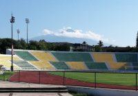Firman contrato de préstamo UdeC y Asociación Civil, para uso del campo de futbol del estadio universitario