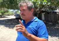 Chava Bueno da respuesta al llamado de los vecinos de la colonia Nueva en Armería, por medio de la COMAPAL