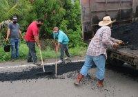 En Ixtlahuacán por instruccion del presidente Carlos Carrasco realizan bacheo en más de 20 kilómetros