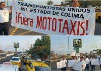 Se manifiestan taxistas de Tecomán contra las mototaxis; marchan hacia Casa de Gobierno
