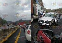 Se registra percance que provoca caos vial en la carretera Manzanillo-Colima, a la altura de La Salada