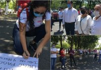 Se manifiestan más de 100 trabajadores de CENDI por falta de pago