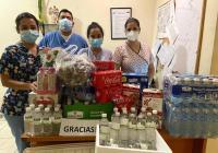 Donan alimentos y bebidas a personal médico que atiende a pacientes con COVID-19